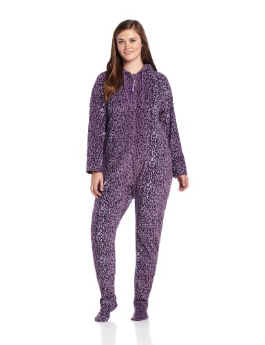 Our sizes start as small as infant pajamas and go right up to sleepwear plus size! View our charts to find the perfect fit in footed pj's for baby, toddler, and kids! Our sleeper sizes continue to adult dimensions where you will find the perfect size and style in both men's and women's one piece pajamas!